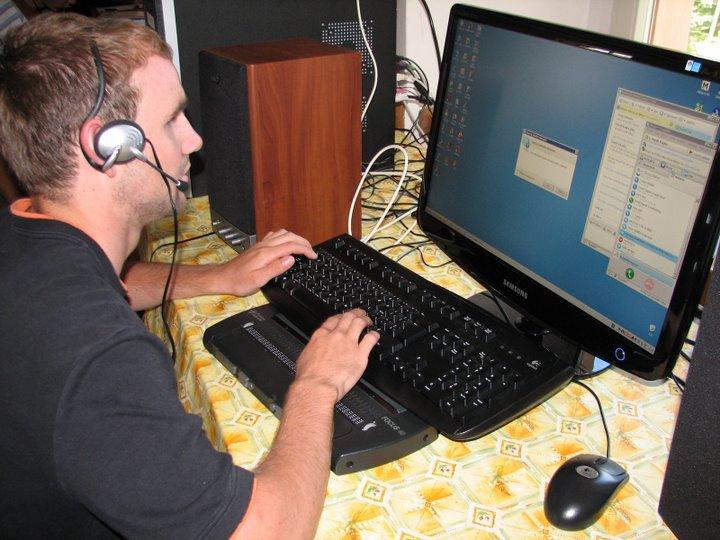 nevidomí při práci s počítčcem